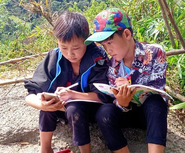 Những góc học online đặc biệt giữa núi rừng của học sinh vùng cao xứ Nghệ - Ảnh 6.