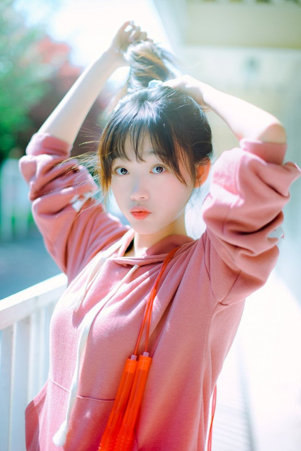 Bao nhiêu năm Kbiz mới tìm ra nhan sắc giống nữ thần Sulli, khí chất đỉnh như Lee Sung Kyung: Hoá ra là mỹ nhân của cơn sốt Squid Game? - Ảnh 6.