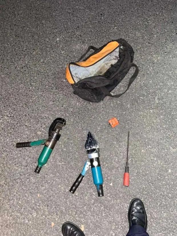 Trộm xe bị phát hiện, nữ tặc bất ngờ... thoát y rồi bỏ chạy, danh tính thực khiến cả xóm ngỡ ngàng - Ảnh 4.