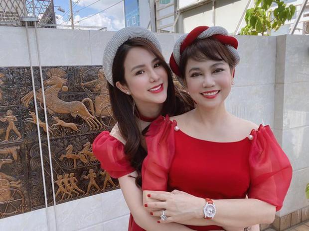Sau tin đồn ly hôn, Diệp Lâm Anh hé lộ quan hệ với nhà chồng chỉ qua 3 bức ảnh Trung thu, spotlight đổ dồn vào visual mẹ chồng hào môn - Ảnh 5.