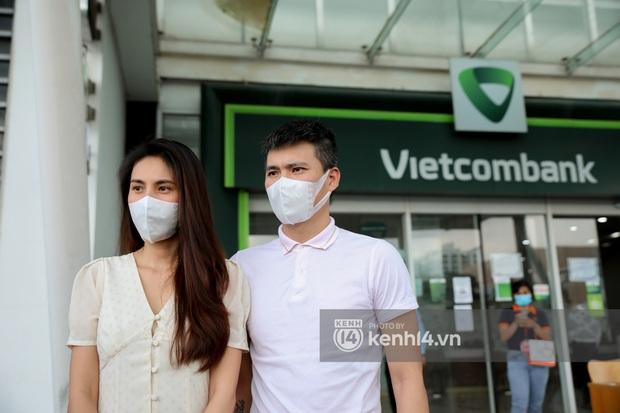 Fanpage Vietcombank lên tiếng sau phát ngôn của bà Phương Hằng về tạm khoá báo có, netizen vẫn tiếp tục chất vấn - Ảnh 4.