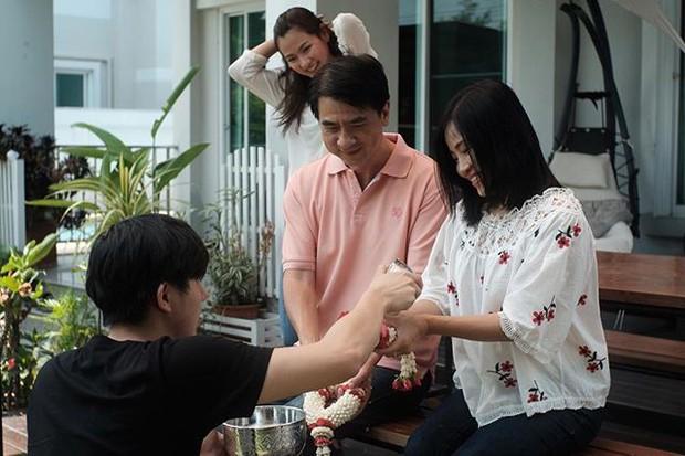 """Mẹ """"ngọc nữ đẹp nhất Thái Lan"""" sở hữu dung mạo như diễn viên, nhìn sang bố cô dân tình phải thốt lên gia đình cực phẩm - Ảnh 8."""