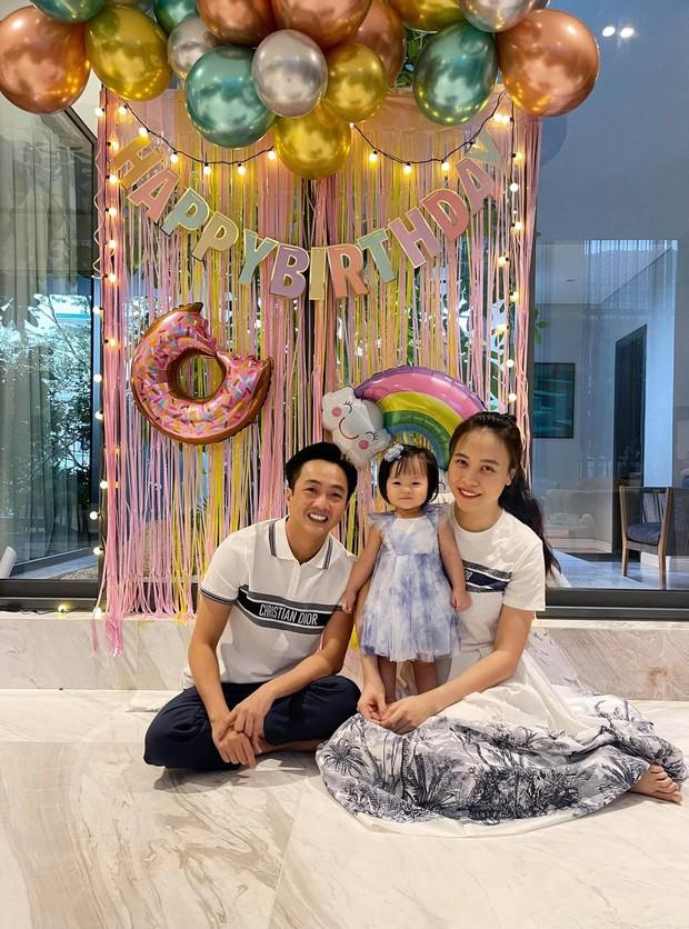 Đàm Thu Trang và Cường Đô La bắt tay giật lại spotlight từ ái nữ, bố mẹ bỉm nay sang chảnh hết ý chuẩn tổng tài! - Ảnh 6.