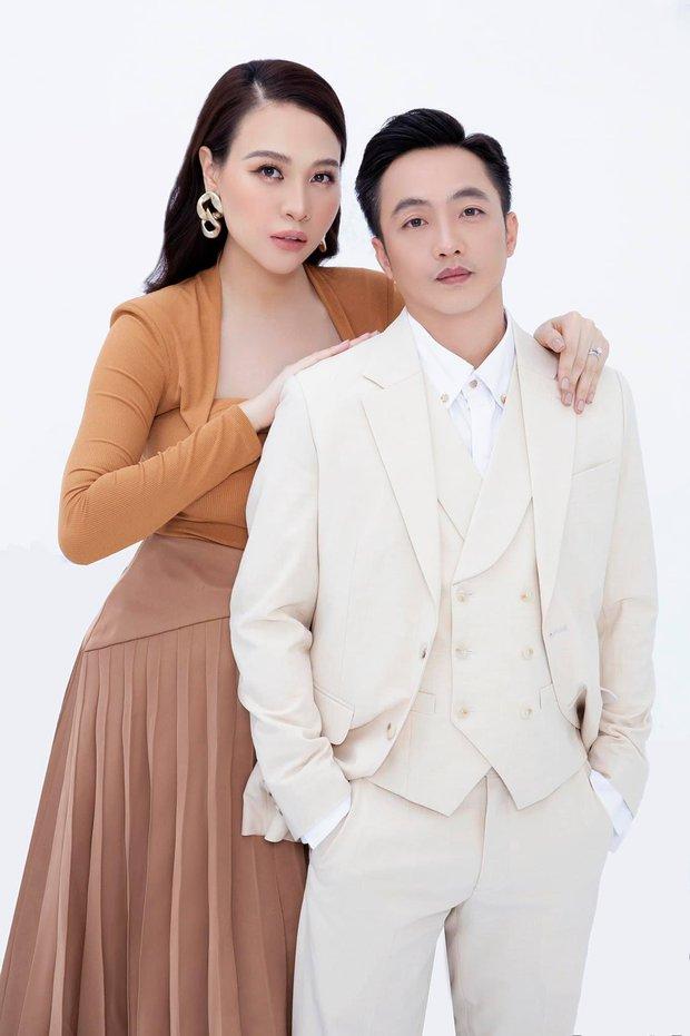 Đàm Thu Trang và Cường Đô La bắt tay giật lại spotlight từ ái nữ, bố mẹ bỉm nay sang chảnh hết ý chuẩn tổng tài! - Ảnh 2.