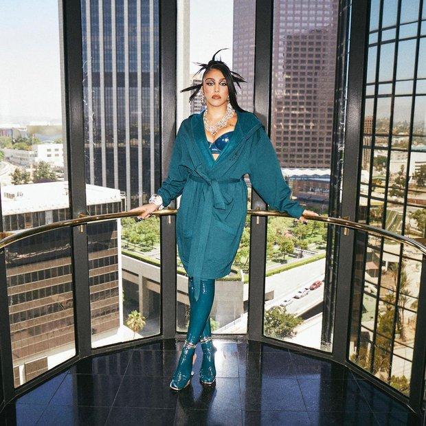 Con gái Madonna đi quảng cáo nội y cho Rihanna: Bầu ngực quả tạ vẫn không chiến bằng chùm lông nách thương hiệu - Ảnh 3.