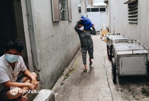 Gần 1.000 người đi tránh dịch tại khách sạn ở TP.HCM được xe đưa về tận nhà - Ảnh 4.