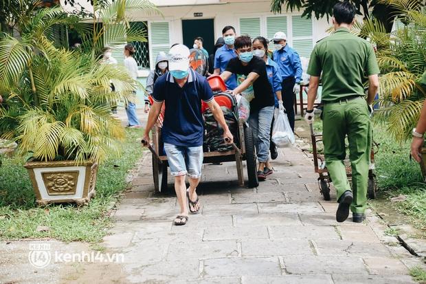 Gần 1.000 người đi tránh dịch tại khách sạn ở TP.HCM được xe đưa về tận nhà - Ảnh 2.