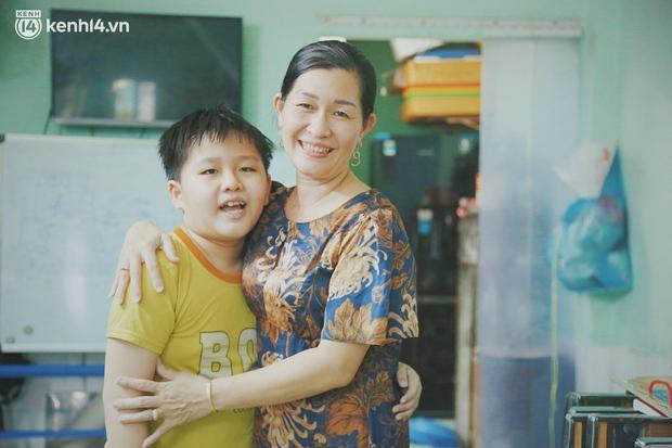 Ba mất sau khi nhiễm Covid-19, bé trai 8 tuổi xin mẹ đi tìm cây đèn thần để giúp ba hồi sinh - Ảnh 11.
