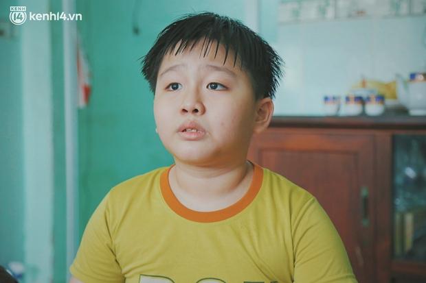 Ba mất sau khi nhiễm Covid-19, bé trai 8 tuổi xin mẹ đi tìm cây đèn thần để giúp ba hồi sinh - Ảnh 7.