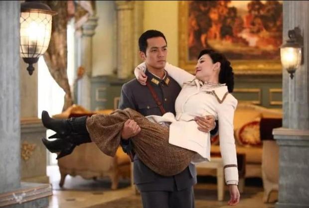 Loạt cảnh bế công chúa cưng nhất phim Trung: Nhiệt Ba coi bộ ga lăng ăn đứt hội trai đẹp khét tiếng luôn đấy! - Ảnh 4.