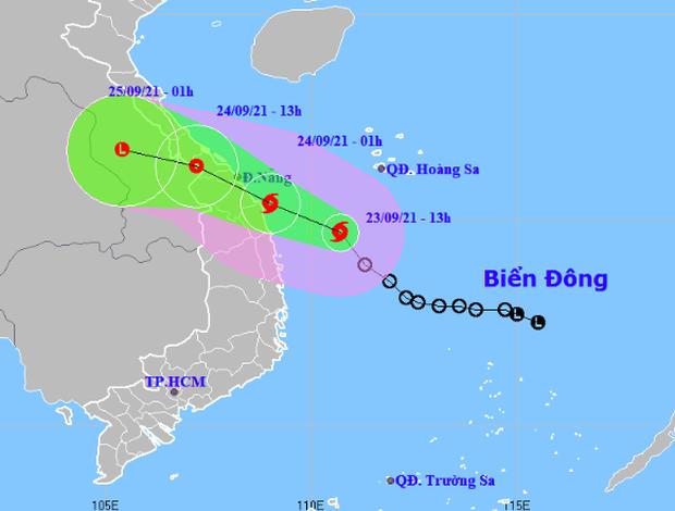Bão số 6 giật cấp 10 di chuyển nhanh hướng vào Thừa Thiên Huế - Quảng Ngãi, các tỉnh miền Trung mưa rất to - Ảnh 1.