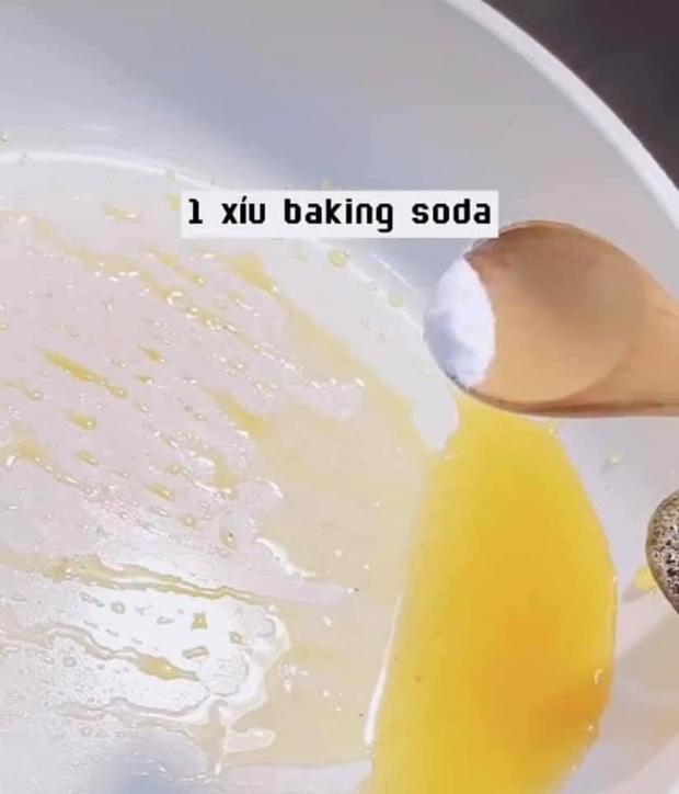 Cận cảnh cách làm món kẹo đường cực hot trong Squid Game, hoá ra dễ ẹc à làm xíu là xong! - Ảnh 2.