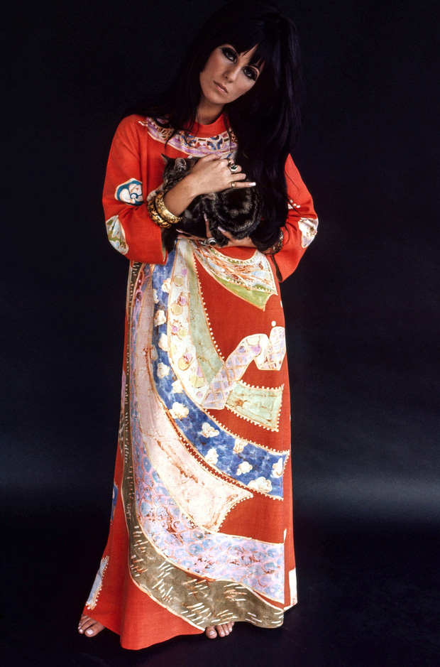 Ma cà rồng làng mốt Cher: Bà chúa đồ xuyên thấu, nguồn cảm hứng cho chị em Kendall lẫn Emrata phải copy ở Met Gala - Ảnh 1.