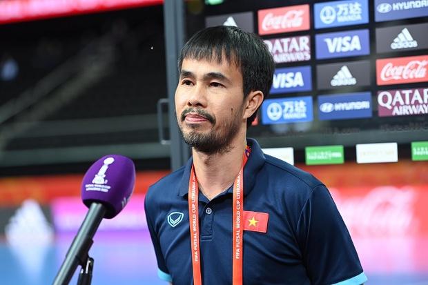 HLV Phạm Minh Giang của tuyển futsal Việt Nam dương tính với Covid-19 - Ảnh 1.