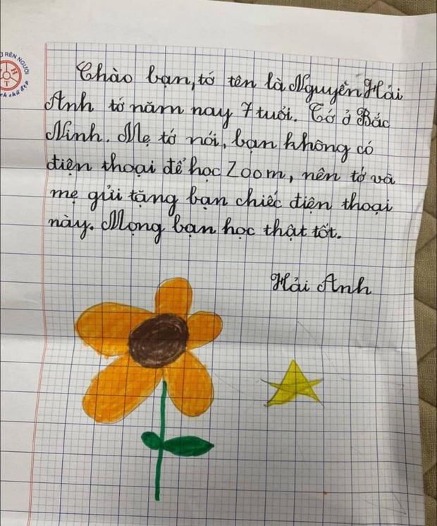 Bé gái 7 tuổi tặng bạn chiếc điện thoại iPhone 7 mới cứng để học online, xem bức thư lại càng thấm thía từng câu - Ảnh 2.