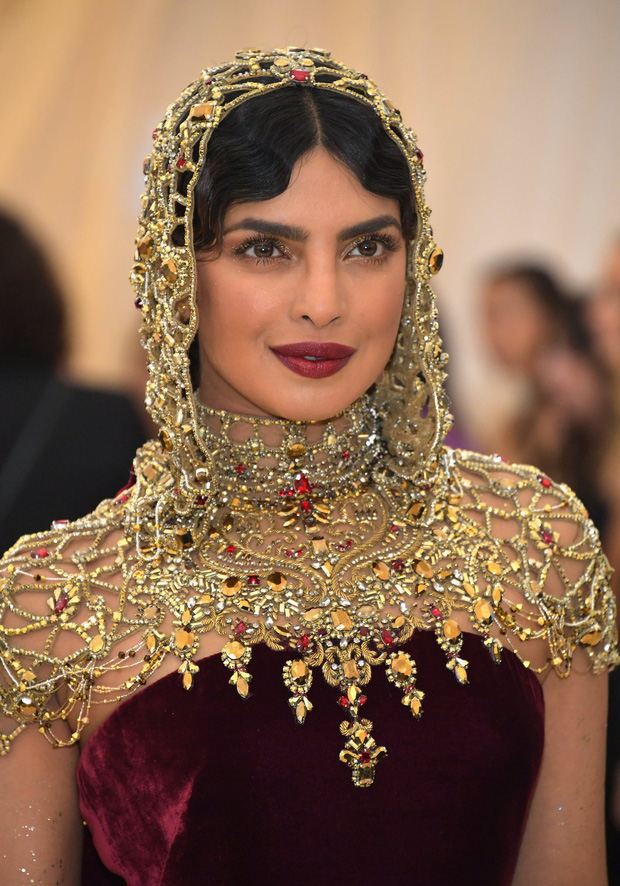 """Hoa hậu Thế giới dự Met Gala: Không cần hở bạo vẫn thành """"nữ hoàng"""" thảm đỏ, chấp luôn khuyết điểm bị bóc trần khi zoom cận - Ảnh 8."""