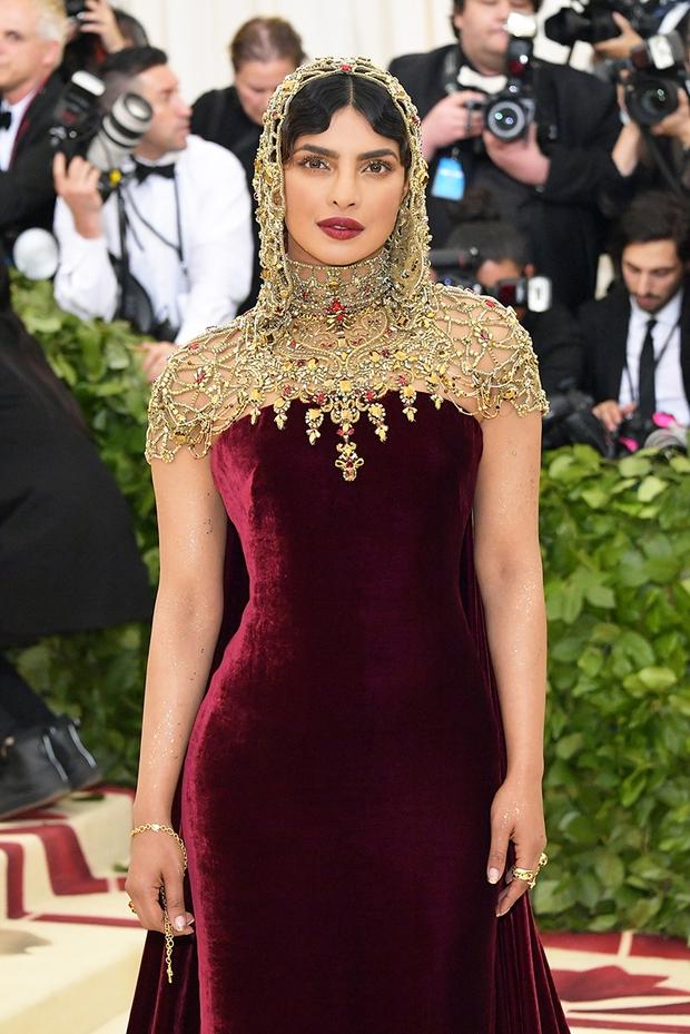 """Hoa hậu Thế giới dự Met Gala: Không cần hở bạo vẫn thành """"nữ hoàng"""" thảm đỏ, chấp luôn khuyết điểm bị bóc trần khi zoom cận - Ảnh 12."""