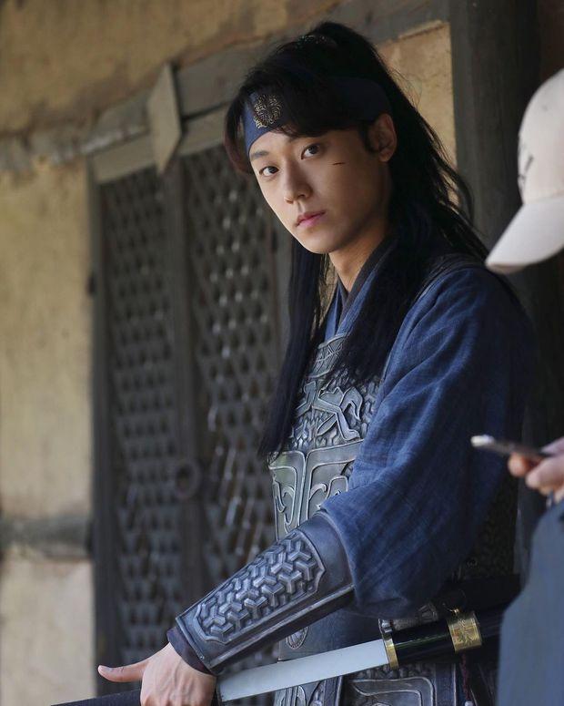 Loạt diễn viên Hàn đổi đời nhờ vai phụ: Cỡ Kim Seon Ho, Han So Hee thì ai mà không mê cho được - Ảnh 2.