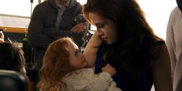 Con của Bella - Edward trong Twilight vốn trông như này: Kinh dị đến đâu mà dàn cast điếng người, hiện tượng tâm linh xảy ra quá khiếp? - Ảnh 4.