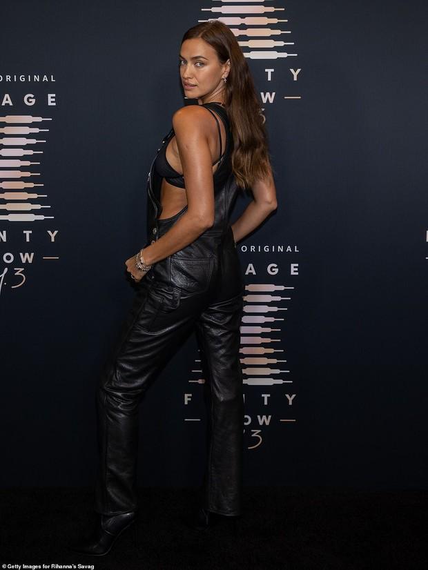 3 chân dài đại náo thảm đỏ: Mẹ bỉm Gigi Hadid đỉnh cao chặt đẹp tình cũ Kanye West, mẫu ngực khủng Emily lộ vòng 1 chảy xệ - Ảnh 9.