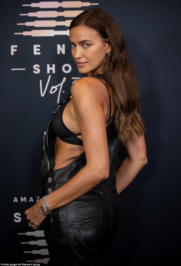 3 chân dài đại náo thảm đỏ: Mẹ bỉm Gigi Hadid đỉnh cao chặt đẹp tình cũ Kanye West, mẫu ngực khủng Emily lộ vòng 1 chảy xệ - Ảnh 8.