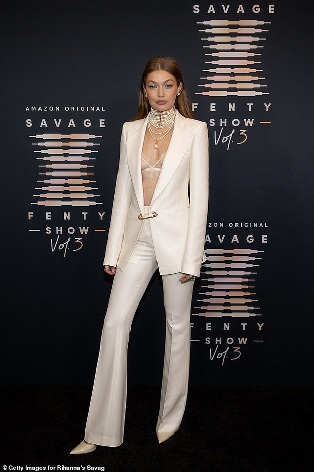 3 chân dài đại náo thảm đỏ: Mẹ bỉm Gigi Hadid đỉnh cao chặt đẹp tình cũ Kanye West, mẫu ngực khủng Emily lộ vòng 1 chảy xệ - Ảnh 6.