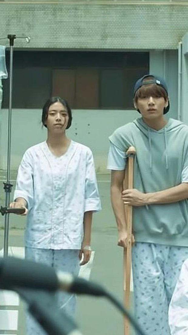 Cô gái từng bị cạo lông mày khi làm bạn gái của Jungkook (BTS) 4 năm trước giờ ra sao? - Ảnh 6.
