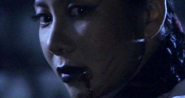 Sợ hãi trước 4 cảnh ăn động vật sống thật 100% ở phim Hàn: Nhai rắn nguyên con chưa bằng ăn cả tô giun đất - Ảnh 3.