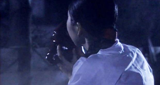 Sợ hãi trước 4 cảnh ăn động vật sống thật 100% ở phim Hàn: Nhai rắn nguyên con chưa bằng ăn cả tô giun đất - Ảnh 4.