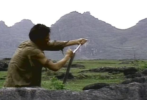 Sợ hãi trước 4 cảnh ăn động vật sống thật 100% ở phim Hàn: Nhai rắn nguyên con chưa bằng ăn cả tô giun đất - Ảnh 1.