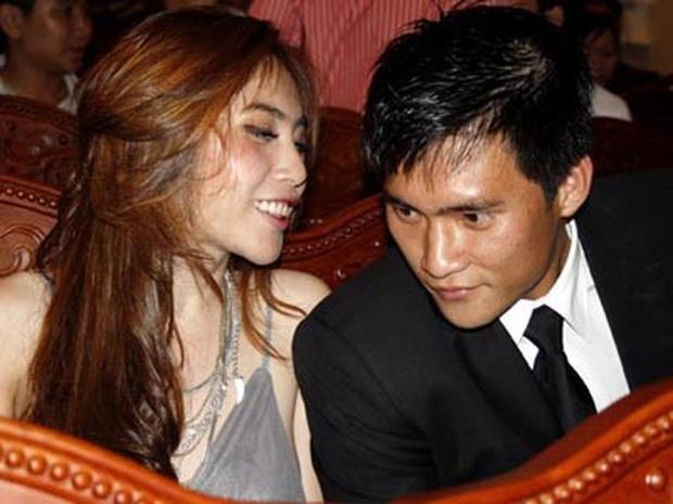 13 năm Thuỷ Tiên - Công Vinh: Từ scandal ảnh nóng, bị cấm cưới đến cái nắm tay cùng nhau đi qua sóng gió của vợ chồng Beck - Vic Việt - Ảnh 4.