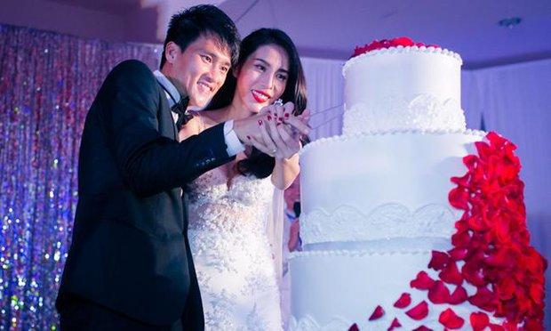 13 năm Thuỷ Tiên - Công Vinh: Từ scandal ảnh nóng, bị cấm cưới đến cái nắm tay cùng nhau đi qua sóng gió của vợ chồng Beck - Vic Việt - Ảnh 11.