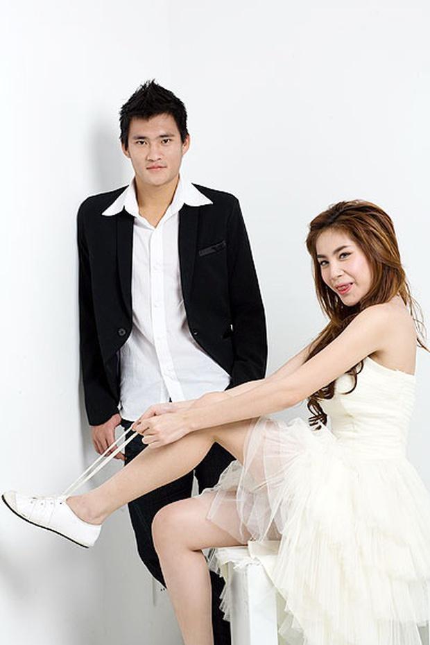 13 năm Thuỷ Tiên - Công Vinh: Từ scandal ảnh nóng, bị cấm cưới đến cái nắm tay cùng nhau đi qua sóng gió của vợ chồng Beck - Vic Việt - Ảnh 7.