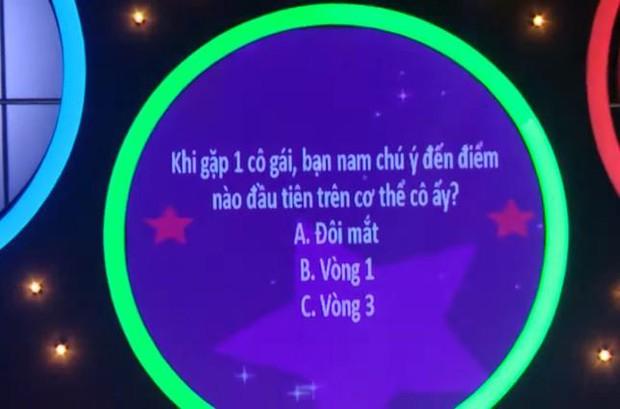 Nam ca sĩ Việt gây tranh cãi vì nhìn chằm chằm vòng 1 và tới tấp hôn cô gái trên show hẹn hò - Ảnh 3.