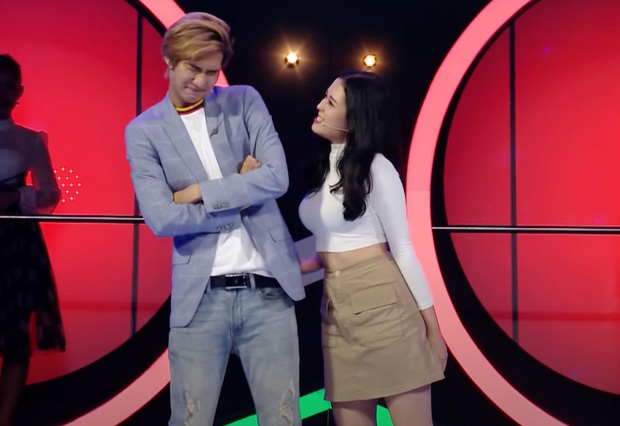 Nam ca sĩ Việt gây tranh cãi vì nhìn chằm chằm vòng 1 và tới tấp hôn cô gái trên show hẹn hò - Ảnh 5.