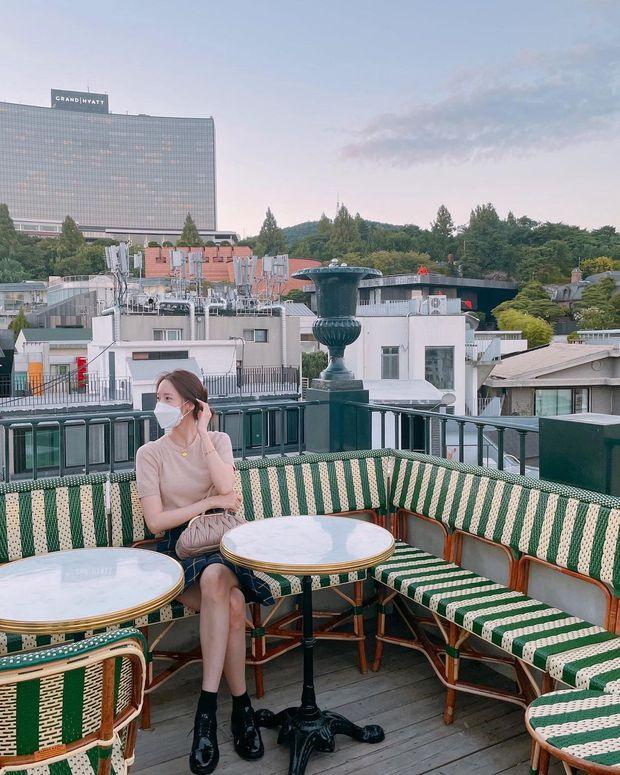 Ảnh đời thường bóc trần nhan sắc của Yoona - nữ thần bao người tung hô, vóc dáng ra sao mà netizen ngỡ ngàng? - Ảnh 4.