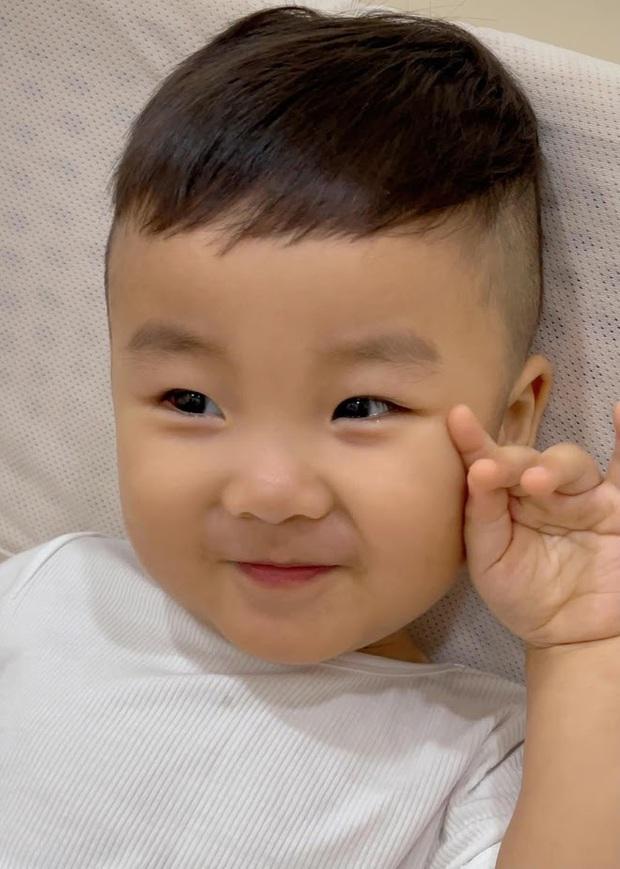 Bị nhắc nhở 1 thói quen không tốt cho quý tử mới 1 tuổi, mẹ bỉm Hoà Minzy giải thích thế nào? - Ảnh 7.