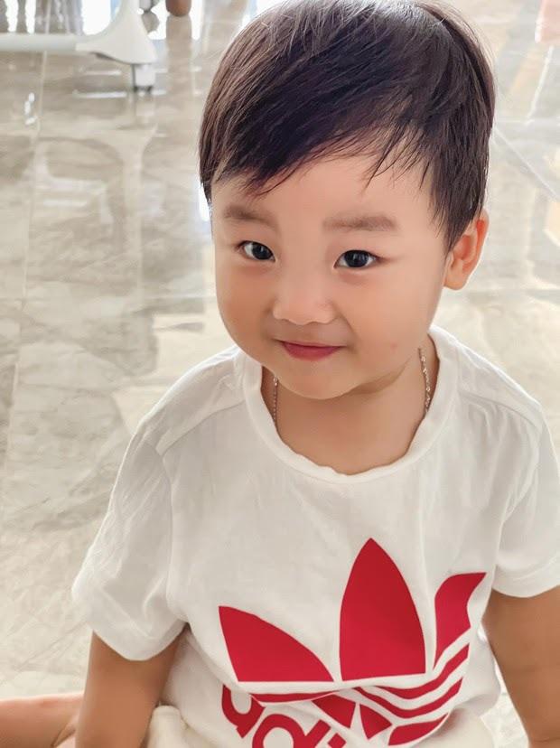 Bị nhắc nhở 1 thói quen không tốt cho quý tử mới 1 tuổi, mẹ bỉm Hoà Minzy giải thích thế nào? - Ảnh 8.