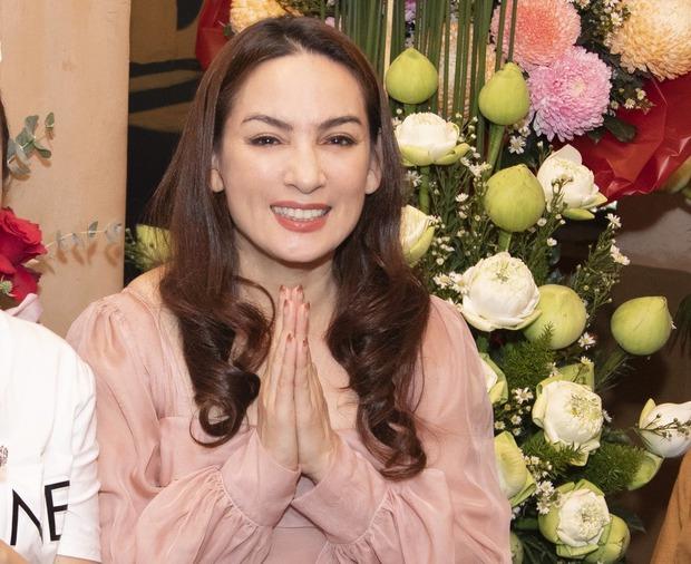 Vợ cũ Bằng Kiều kể mỗi lần nhắc Phi Nhung là ứa nước mắt, rớt cả mi giả, phải gắn lại 2-3 lần, netizen chỉ trích kém duyên! - Ảnh 8.