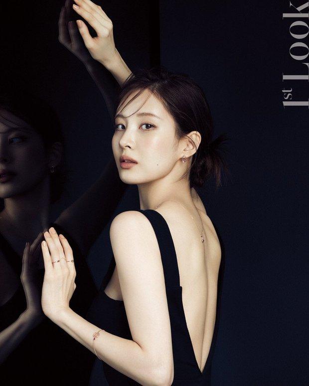 Seohyun lộ cả mảng lưng trần trắng nõn sexy trên tạp chí: Em út ngoan hiền của SNSD ngày nào giờ lột xác thật rồi! - Ảnh 2.