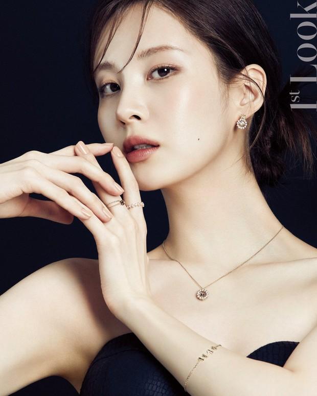 Seohyun lộ cả mảng lưng trần trắng nõn sexy trên tạp chí: Em út ngoan hiền của SNSD ngày nào giờ lột xác thật rồi! - Ảnh 6.