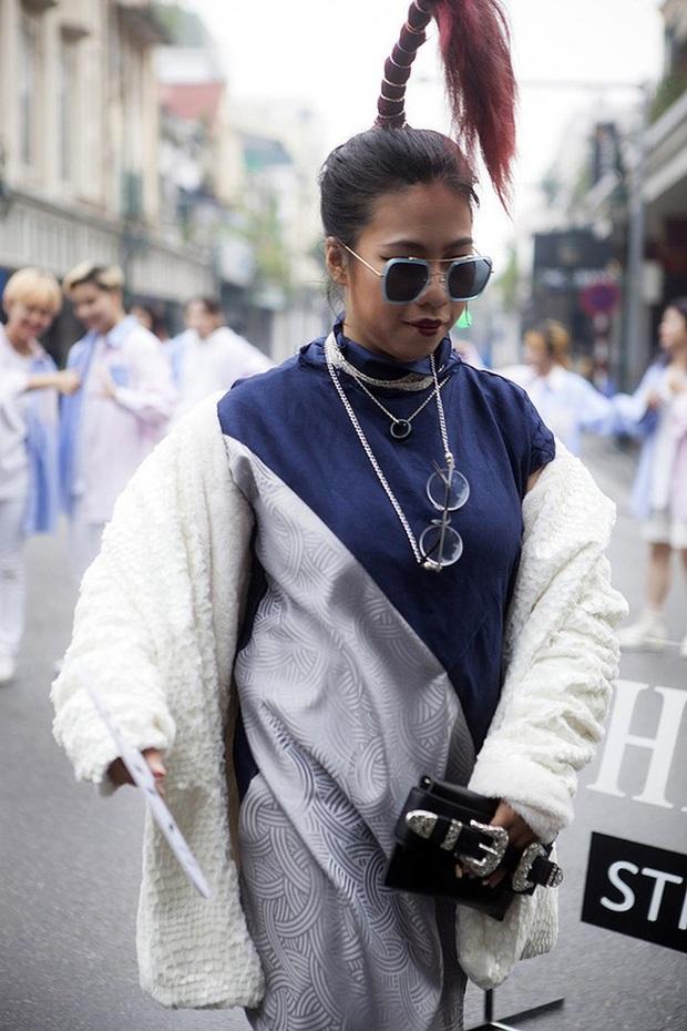Chúng ta đã có những mùa Fashion Week đầy rẫy thảm hoạ gây chấn thương tâm lý như thế... - Ảnh 2.