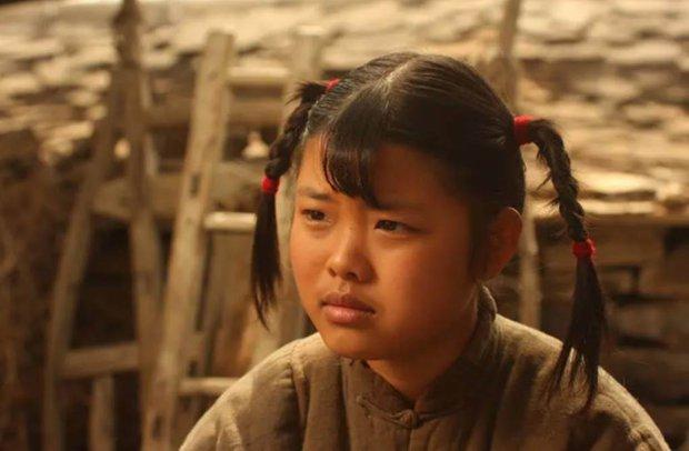 Sao nhí bị chê xấu nhất Trung Quốc dậy thì xinh như mộng, nhưng đóng phim mãi chẳng nổi như xưa - Ảnh 1.