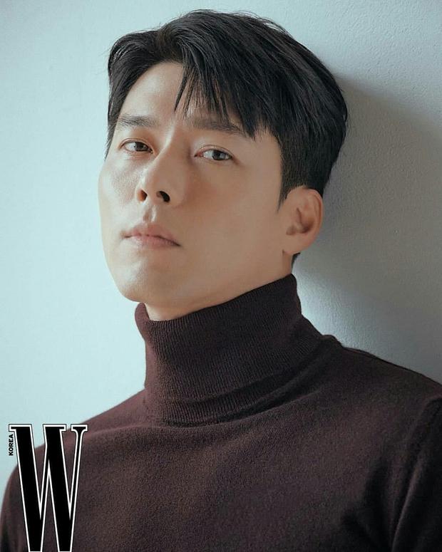 Nam thần Hyun Bin tung bộ ảnh lộ cả khuyết điểm mà chị em vẫn gào thét: Đúng là có người yêu vào có khác, visual lên hương hẳn - Ảnh 2.