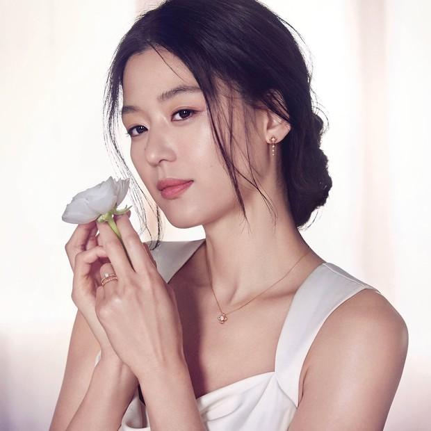 """Thế nào là """"tình đầu quốc dân""""? Đây là những khoảnh khắc kinh diễm giúp dàn nữ thần Hàn có được danh hiệu này - Ảnh 11."""