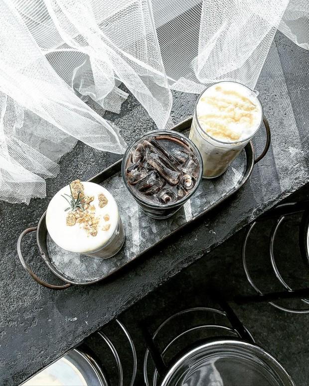 Biến toà nhà bỏ đi thành tiệm cafe đẹp đến ngơ ngác ở Chiangmai, dân mê kinh dị tò mò đêm về trông nó sẽ như thế nào? - Ảnh 7.