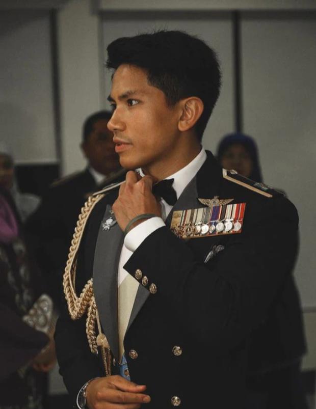 """Hoàng tử điển trai nhất Brunei - người thừa kế 20 tỷ USD """"cực phẩm"""" từ đầu đến chân từng làm MXH náo loạn giờ có cuộc sống thế nào? - Ảnh 10."""