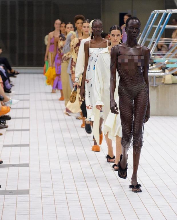 Choáng với người mẫu khoả thân trên sàn diễn tại London Fashion Week - Ảnh 3.