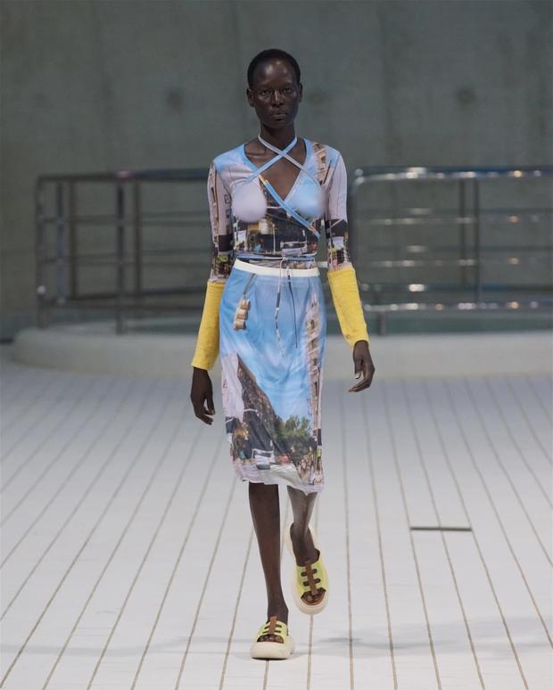 Choáng với người mẫu khoả thân trên sàn diễn tại London Fashion Week - Ảnh 6.