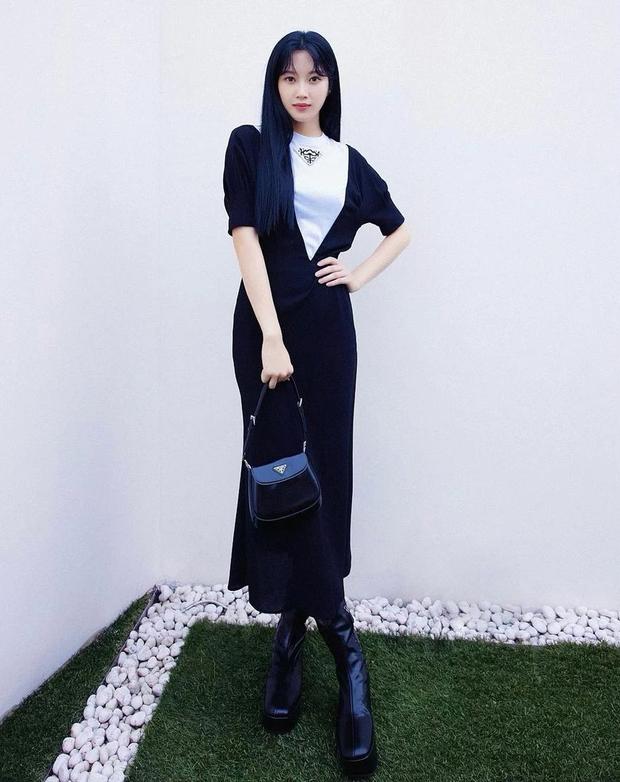 Không được sang Ý dự Fashion Week, sao Hàn ngồi nhà vẫn lên đồ rõ xịn để hóng show Prada - Ảnh 7.
